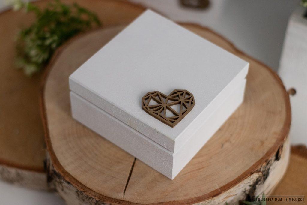 puedlko na koperty obraczki zdjecia 10 1024x683 - Pudełka w pakiecie do reportażu ślubnego.