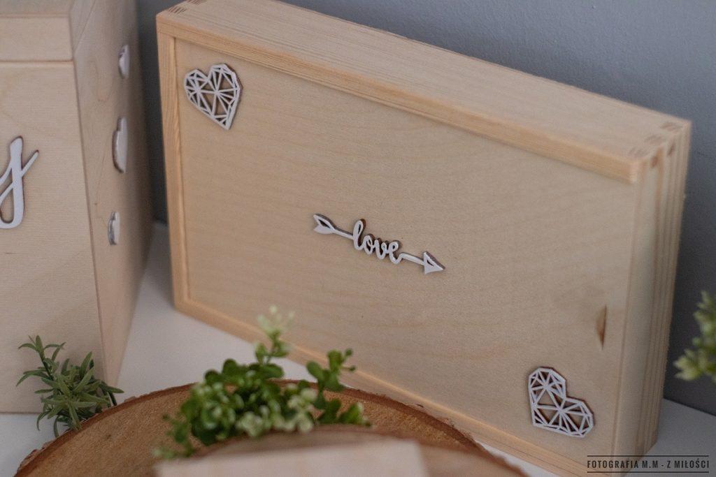 puedlko na koperty obraczki zdjecia 18 1024x683 - Pudełka w pakiecie do reportażu ślubnego.