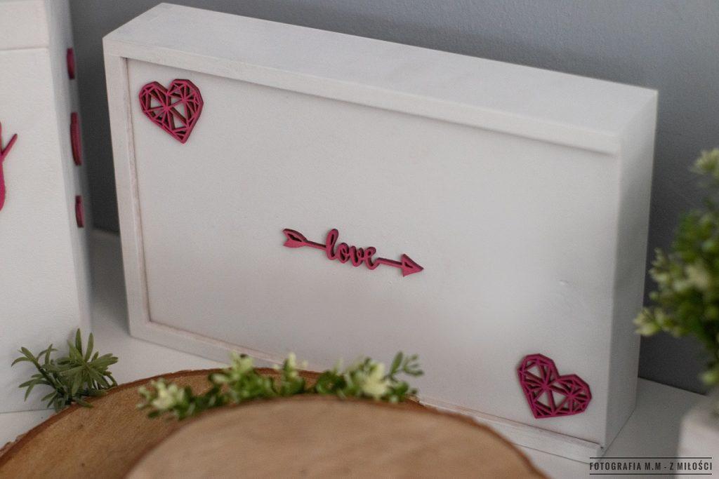 puedlko na koperty obraczki zdjecia 24 1024x683 - Pudełka w pakiecie do reportażu ślubnego.